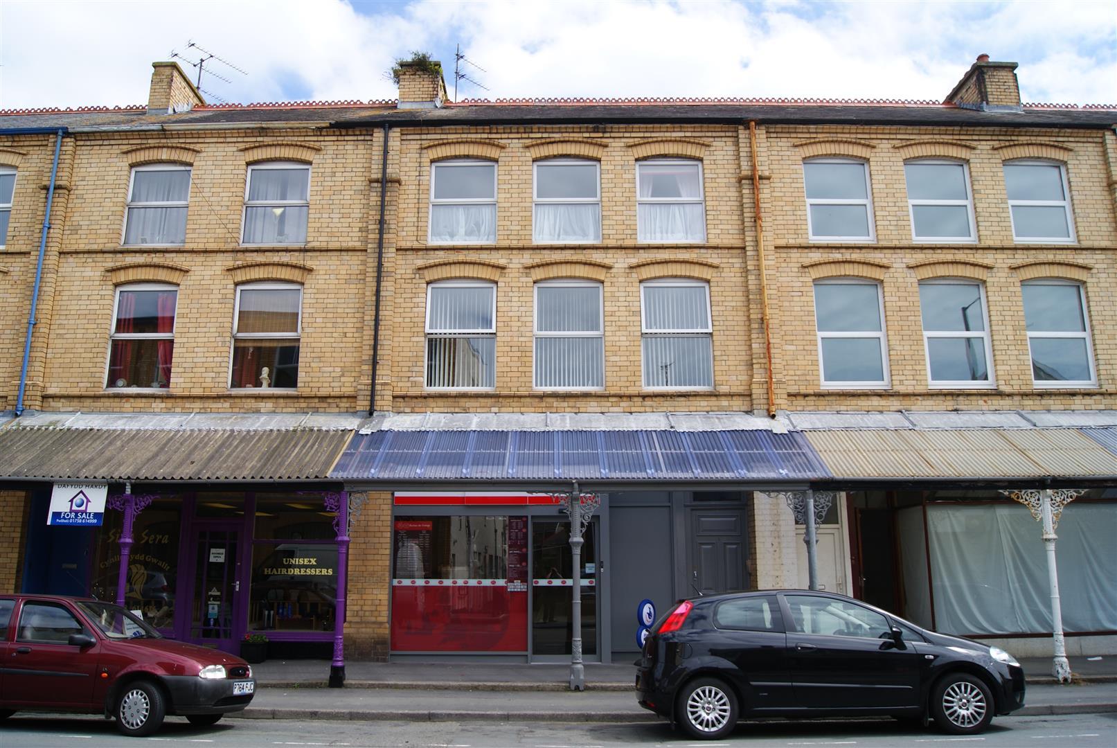 6 Lower Cardiff Road, Pwllheli - £430/pcm